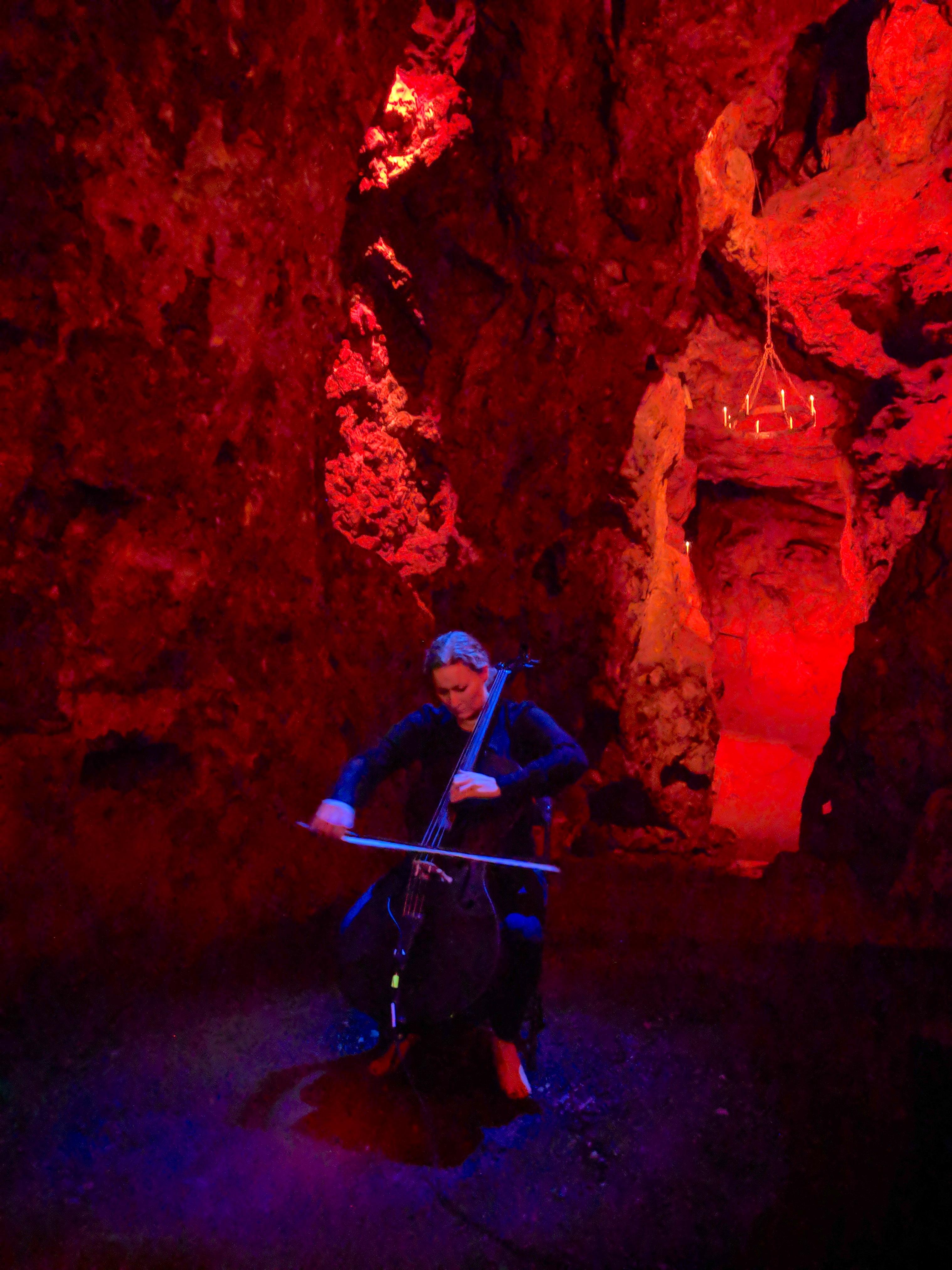 Cave Cello Red